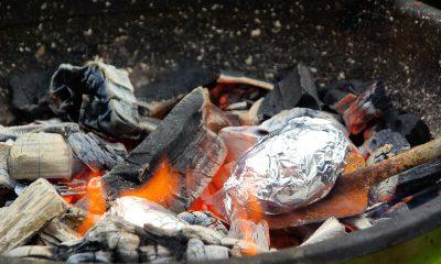 gepofte aardappelen van de barbecue