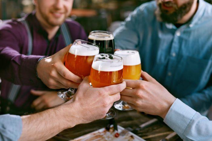 thuis bier drinken